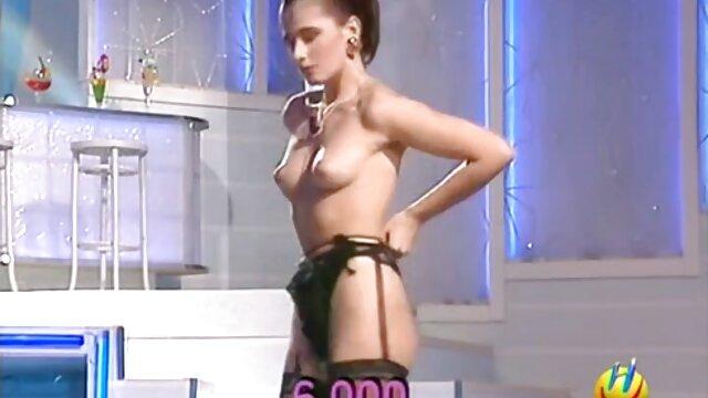 Nena sensual se burla de sus pies antes de ser ver xxx en español follada