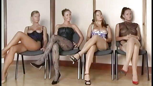 HUNT4K. Cornudo acepta dinero para el sexo lesbianas españolas maduras de su novia con ...