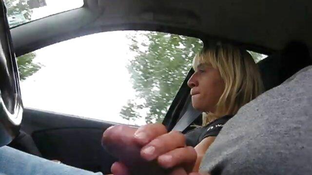 Jeny muy zorras en castellano Smith fue atrapada usando pantalones sin entrepierna en público
