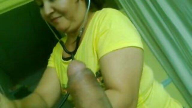 Dos MILFs xxx españolas lesbianas alemanas se follan a pelo con el usuario y lamen el coño