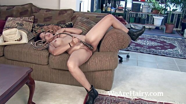 ¡La caliente ama de videos xxx de españolas casa Shanda Fay hace que su esposo lama su creampie!