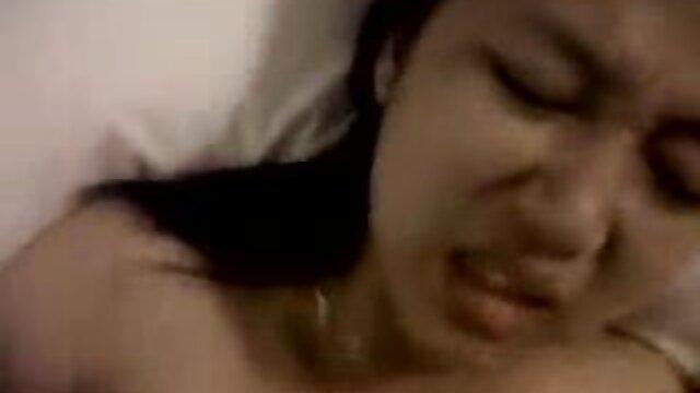 Chica de playa nudista enseña el culo y el videos anales españoles coño