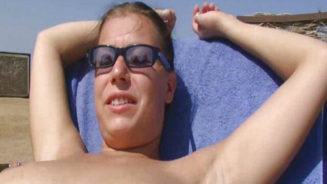 La adolescente francesa Luna Rival recibe una doble penetración en un porno español nuevos trío hardcore