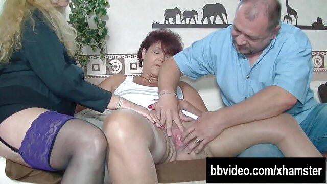 Novias mamá caliente pornografia español chupando y montando su polla