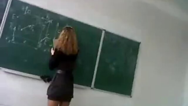Niñas de la escuela 3 teatro porno en español