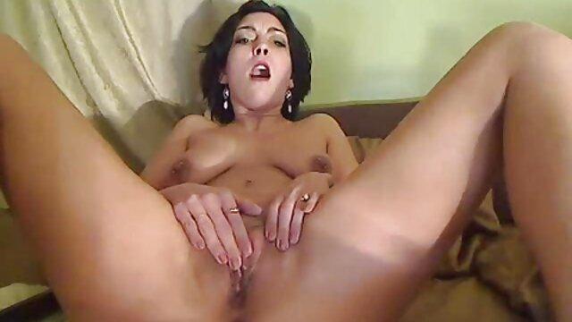 ¡La hermosa británica Sophie tube8 español Dee jugó sexualmente por Sindee-Jennings!