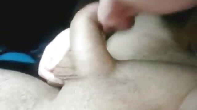 Gordo masturbándose con poorno en español consolador