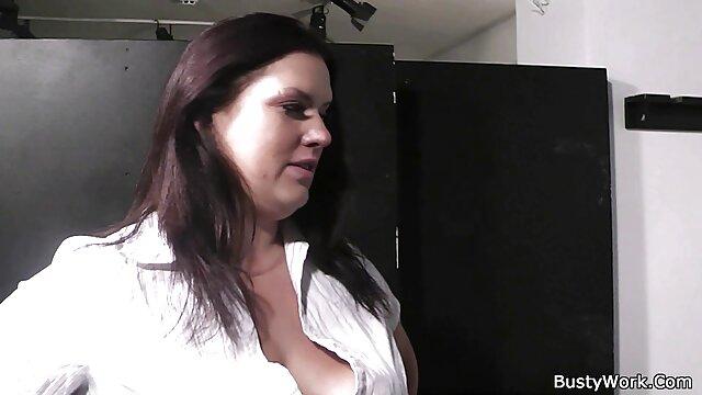 Masaje erótico se convierte en follada sensual con una checa orgias en español caliente