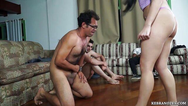 Desnudándose, ordeñando, paja porno anime en español