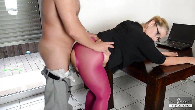 La porno audio castellano caliente ADOLESCENTE ALEMANA Jacky recibe un trío de sexo anal con DP en público