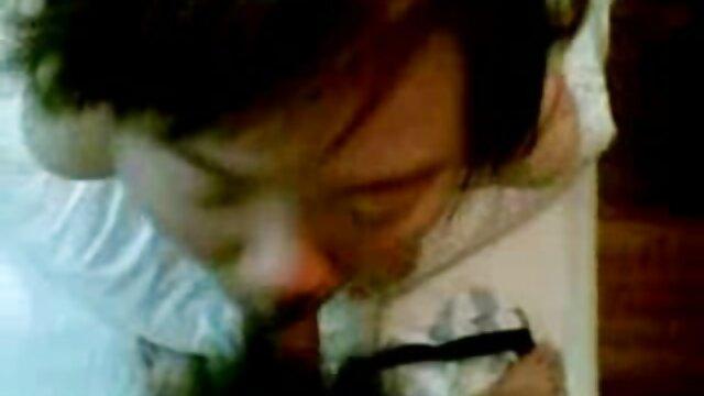 Papá se folla a mi mamá cachonda y videos lesbicos en español se corre en su gran clítoris