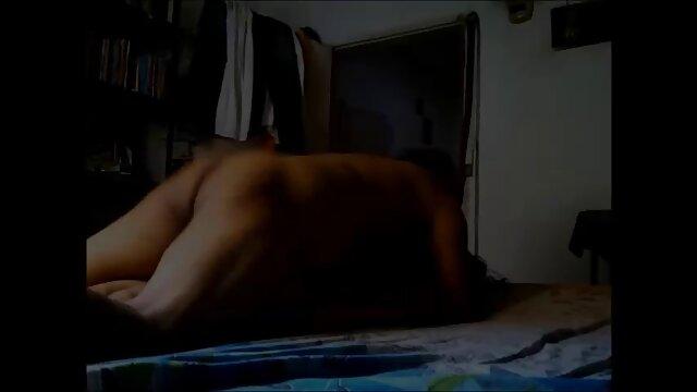 Amiga asiática desnudándose y masturbándose madre e hijo subtitulado español
