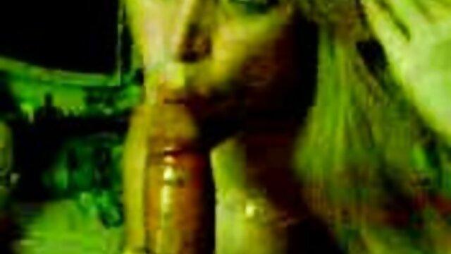 La MILF latina Becca Diamond videos de sexso en español abre de piernas para una penetración BDSM